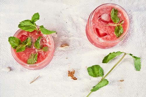 Benefits-Of-Strawberry-Juice-As-Home-Remedies